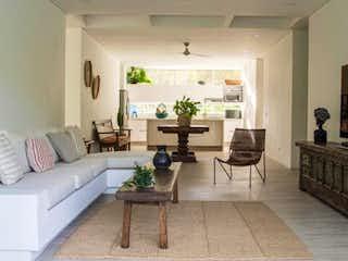 Una sala de estar llena de muebles y una chimenea en conjunto Gualivá Nimaima