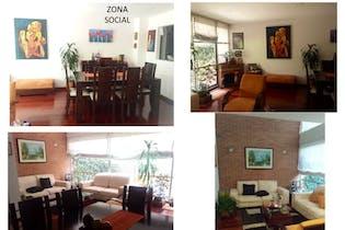 Venta Hermosa Casa Caminos de Gratamira-Bogotá, con patio amplio para zona de Bbq.