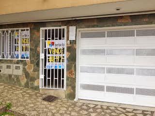 Un edificio con una ventana y una ventana en Casa en Venta VILLA HERMOSA