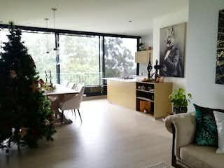 Una sala de estar llena de muebles y una gran ventana en Apartaestudio en Venta SAN LUCAS