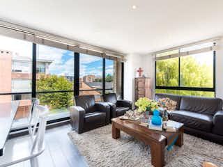 Una sala de estar llena de muebles y una gran ventana en Apartamento En Venta En Bogota Calleja Alta