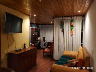 Una sala de estar llena de muebles y una ventana en Conjunto Residencial Los Cristales Iii