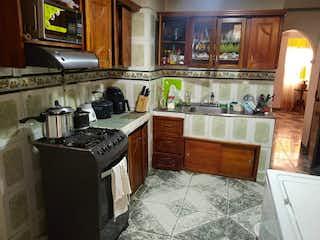 Una cocina con horno y fregadero en Apartamento en Venta CENTRO