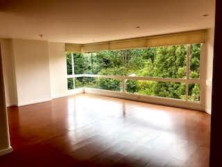 Una sala de estar con suelos de madera y suelos de madera en Venta Apartamento Lisboa, Bogotá