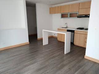 Una cocina con suelos de madera y armarios blancos en Apartamento en Venta ALTOS DEL POBLADO