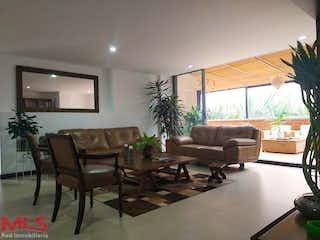 Una sala de estar llena de muebles y una televisión de pantalla plana en Bruja Bonita