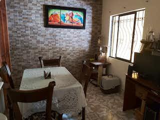 Una sala de estar llena de muebles y una televisión de pantalla plana en venta casa Santa María la Nueva Itagüí
