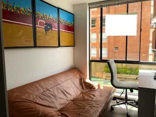 Una sala de estar llena de muebles y una ventana en Apartamento En Venta En Bogota Cedritos