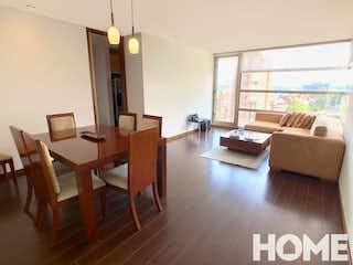 Una sala de estar llena de muebles y un suelo de madera en APTO CON EXCELENTE VISTA DE 3 HABS-VENTA/ARRIENDO-Cra 5 Cll 87-REFUGIO