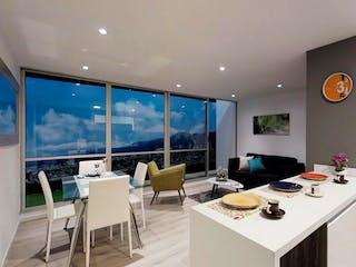 Una habitación muy bonita con una gran ventana en Avanti Club House