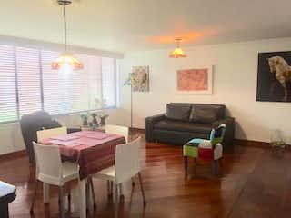 Una sala de estar llena de muebles y una ventana en Apartamento En Venta En Bogota Nicolas De Federman