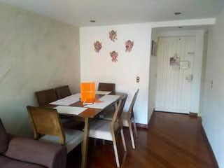 Una habitación con una mesa y una mesa en Apartamento En Venta En Bogota Timiza