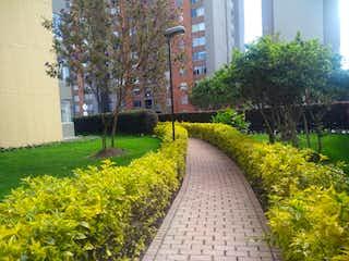 Una vista de un parque con flores en él en Conjunto Balcones De San Carlos