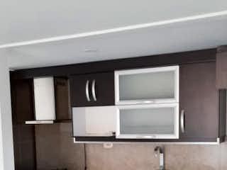 Un cuarto de baño con lavabo y un espejo en Apartamento en venta en Los Colores con acceso a Gimnasio