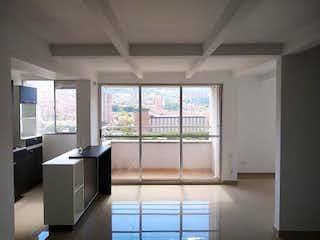Una cocina con un gran ventanal y un gran ventanal en Vendo Apartamento en Bello (Antioquia)