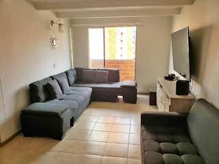 Una sala de estar llena de muebles y una ventana en Apartamento en Venta LOS COLORES