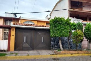 Casa en venta en Bosques De Aragón de 3 hab. con Jardín...