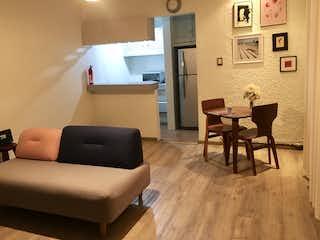 Una sala de estar llena de muebles y una televisión de pantalla plana en DEPARTAMENTO EN VENTA!!!