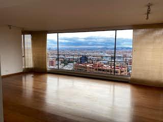 Una vista del horizonte de una ciudad desde el agua en Bogota, Venta Apartamento Santa Barbara Alta 327  mts