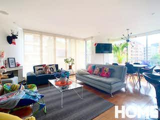 Una sala de estar llena de muebles y una ventana en CÓMODO Y AMPLIO APARTAMENTO DE 3 HABS – VENTA – Cra 21 Cll 102- CHICO NAVARRA