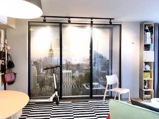 Una vista de una sala de estar con un gran ventanal en Se Vende Apartaestudio en Santa Paula