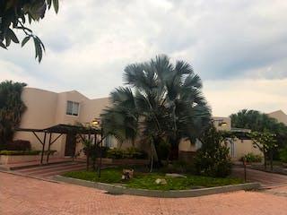 Una palmera sentada delante de un edificio en Se Vende Casa Campestre en Anapoima