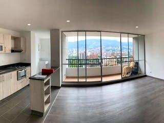 Una vista de una cocina y un comedor en Venta de Apartamento en Los Colores, Medellín