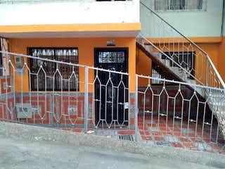 Una puerta con una cerca en frente de ella en Casa en venta en Barrio Castilla de 3 habitaciones