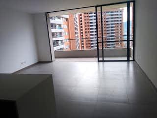 Un baño con una ventana y una puerta de cristal en Apartamento en Venta LOMA DEL ESCOBERO