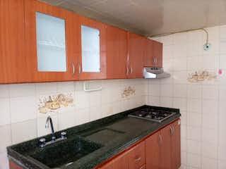 Una cocina con un fregadero y un horno de cocina en Apartamento en venta en San Antonio Norte de 3 hab.