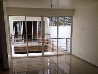Una vista de una sala de estar con una ventana en Departamento en San Jerónimo