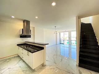 Una cocina con una estufa, un fregadero y un refrigerador en PENTHOUSE PARA INVERSIÓN. EXTERIOR. 2 RECÁMARAS. 130m2. ROOF PRIVADO. NAPOLES