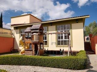 Casa en venta en Lomas De San Mateo, Estado de México