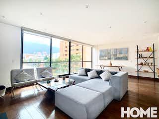 Una sala de estar llena de muebles y una gran ventana en Espectacular Apto De 3habs Con Balcón Grande Y Estudio – Venta – Cr17 Cll 91 – Virrey