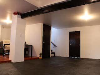 Una habitación que tiene una puerta y una ventana en ella en Casa en venta de 210 mts de construcción en Desierto de los Leones