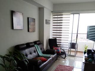 Una sala de estar llena de muebles y una ventana en Se vende espectacular apartamento en sabaneta