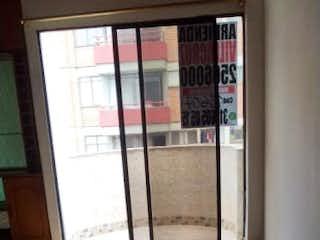 Una foto en blanco y negro de una sala de estar en Venta Apartamento en Calasanz, Medellín