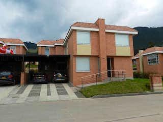 Un edificio de ladrillo con un letrero en la calle en Casa en venta en Chuntame con Piscina...