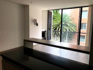 Una ventana grande en una habitación con una ventana en VENTA APARTAMENTO SANTA BARBARA ORIENTAL