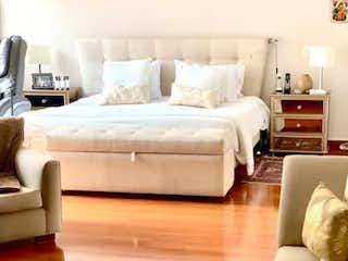 Una habitación de hotel con dos camas y un sofá en Santa Barbara, Apartamento en venta en Galerías 238m²