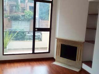 Una vista de una sala de estar con suelos de madera en VENTA APTAESTUDIO ROSALES