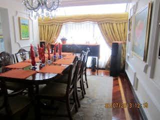 Un comedor con una mesa y sillas en Casa sotileza
