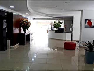 Una habitación llena de un montón de muebles blancos en VENTA APARTAESTUDIO CEDRITOS (USAQUEN)