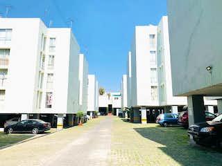 Una calle llena de muchos edificios altos en Venta Excelente Departamento en Cantera Pedregal Santo Domingo Coyoacán