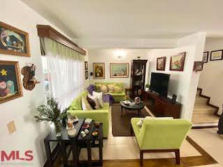 Una sala de estar llena de muebles y una televisión de pantalla plana en El Yerbal