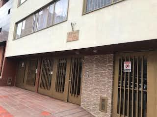 Un edificio de ladrillo con una ventana y una ventana en Apartamento En Venta En Bogota Chapinero Central