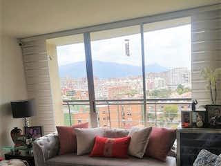 Una sala de estar llena de muebles y una ventana en PENTHOUSE CON TERRAZA EN VENTA DUPLEX CEDRITOS