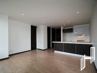 Una cocina moderna con paredes blancas y electrodomésticos blancos en APARTAMENTO MODERNO EN VENTA EN EL VIRREY