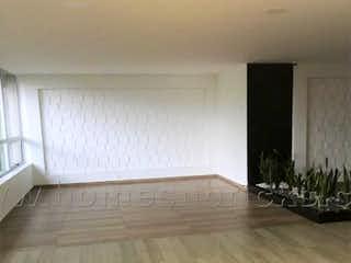 Una habitación con un suelo de madera y un suelo de madera en APARTAMENTO PARA INVERSION EN VENTA EN EL CENTRO DE BOGOT