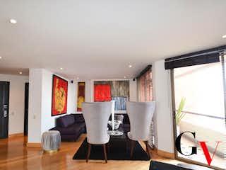 Una sala de estar llena de muebles y una televisión de pantalla plana en VENTA APARTAMENTO USAQUEN